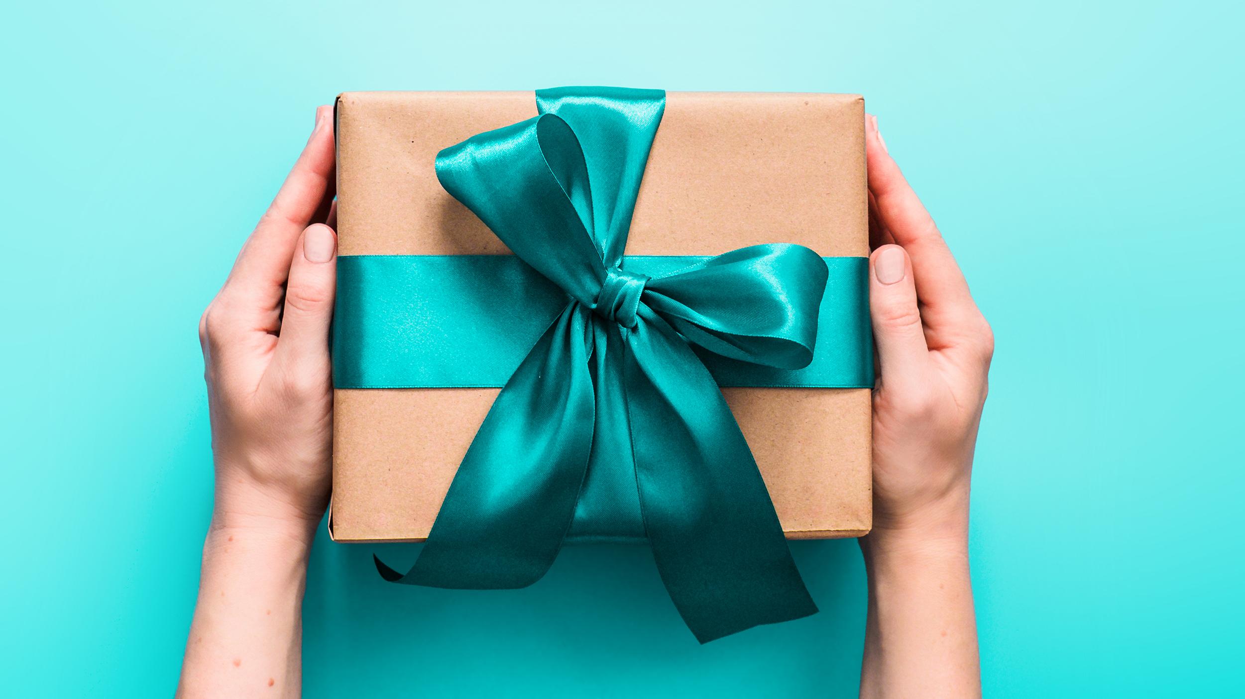 Giải mã những giấc mơ thấy quà tặng – Mơ được tặng quà