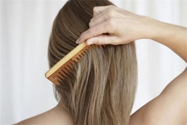 Ngủ mơ thấy chải tóc là điềm báo tốt lành hay xui xẻo?