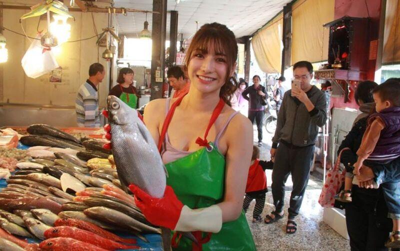 Nằm mơ thấy người bán cá có ý nghĩa gì? Đánh con gì?
