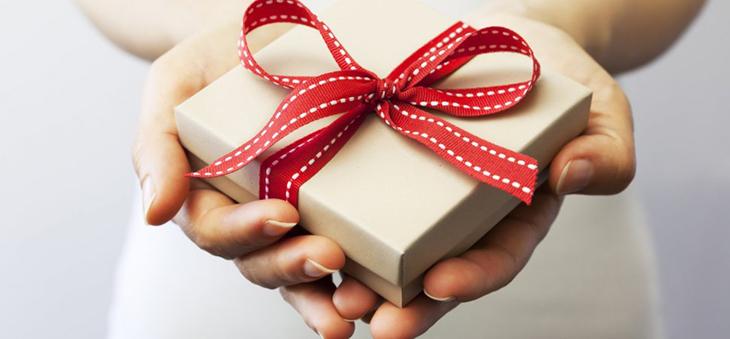 Mơ thấy tặng quà là điềm báo tốt hay xấu? Đánh đề số nào?
